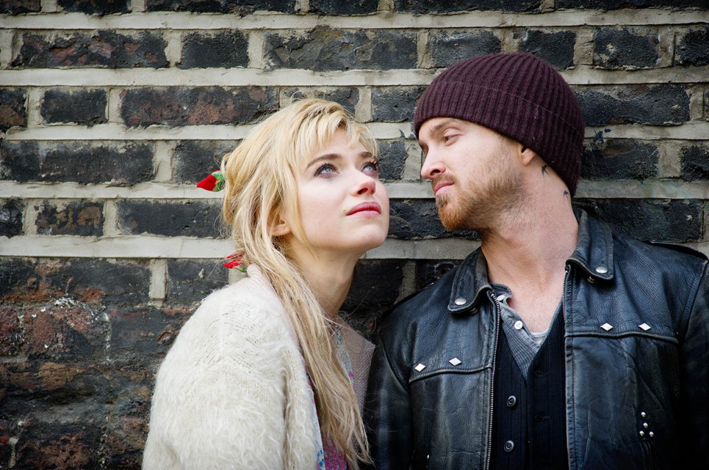 foto-aaron-paul-y-imogen-poots-en-a-long-way-down-197
